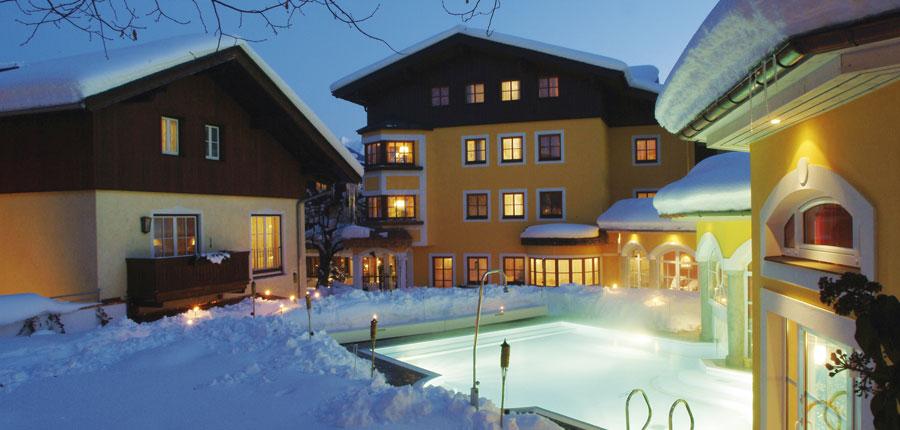 Austria_Zell-am-see_Romantik-Hotel_Outdoor-pool.jpg